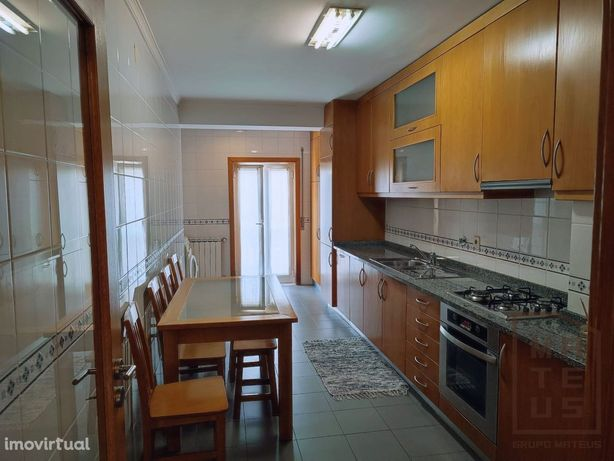 Espaçoso Apartamento T3 em São João da Madeira
