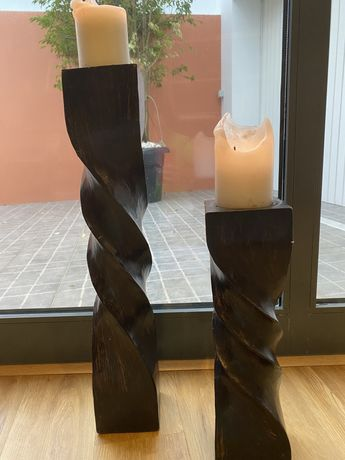 Suporte de velas em madeira maciça escura
