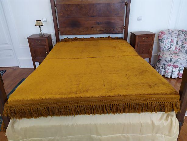 Par de cortinados vintage em veludo proveniente de casa antiga