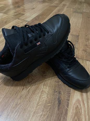 Продам крутезні сучасні кросівки Reebok оригінал