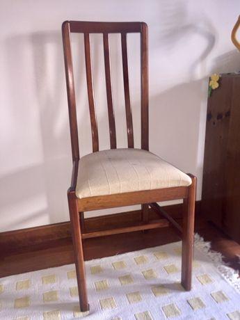 Cadeira em cerejeira
