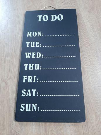 Czarna tablica kredowa do pisania kredą TO DO, na cały tydzień