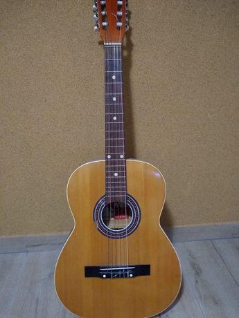 Sprzedam 26-letnią gitarę klasyczną