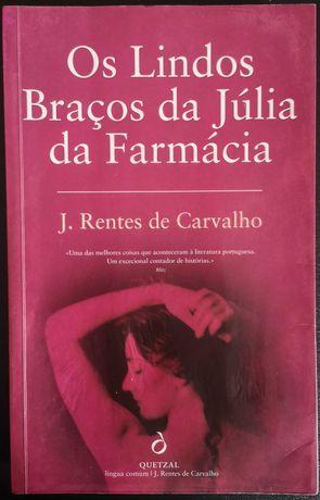 """""""Os Lindos Braços da Júlia da Farmácia"""" de José Rentes de Carvalho"""