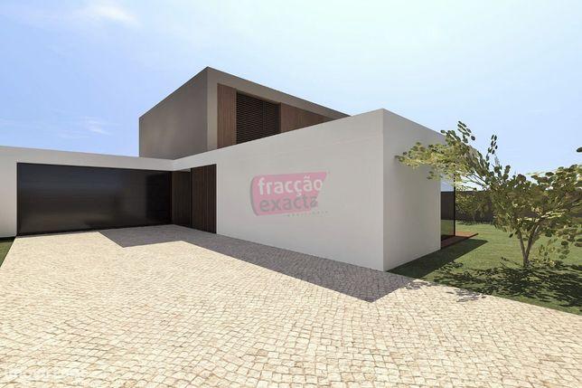 Moradia Unifamiliar c/ Piscina | Arquitetura Contemporânea | Madalena
