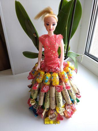 Подарунок для дитини, лялька з цукерок, торт, букет