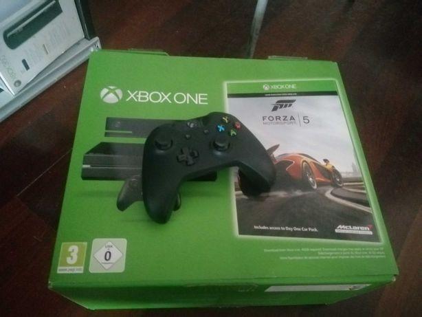 Xbox One em Caixa + Comando