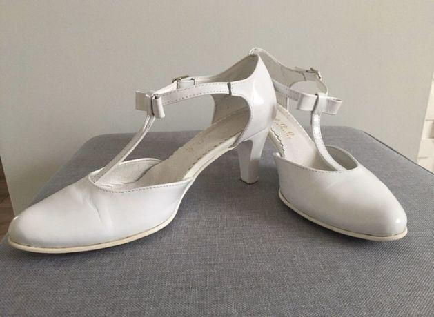 Buty ślubne szpilki z kokardką białe skóra lakierowana