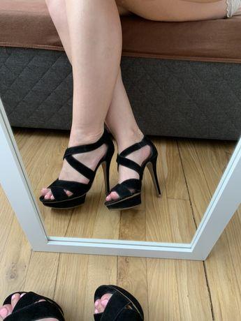 Czarne sandały na platformie rozmiar 36