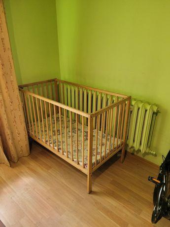 Łóżeczko  drewniane  dla dziecka  plus materacyk