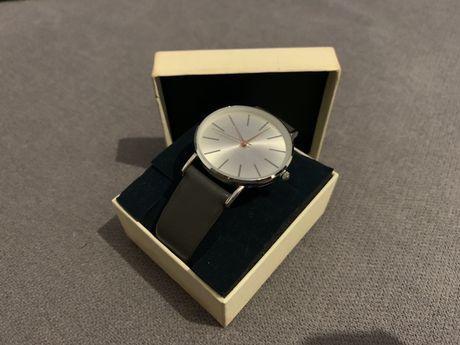 Zegarek srebrno szary New Look