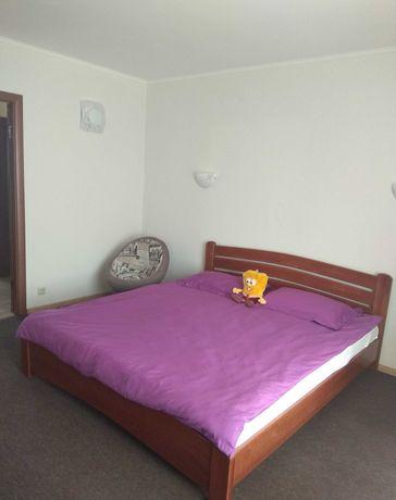 Сдам трехкомнатную квартиру в Голосеевском районе, пр Науки 18