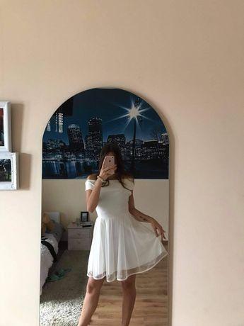Sukienka rozkloszowana z odkrytymi ramionami r. S