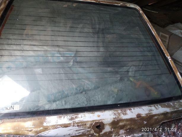 Продам стекло с крышкой багажника с подогревом.