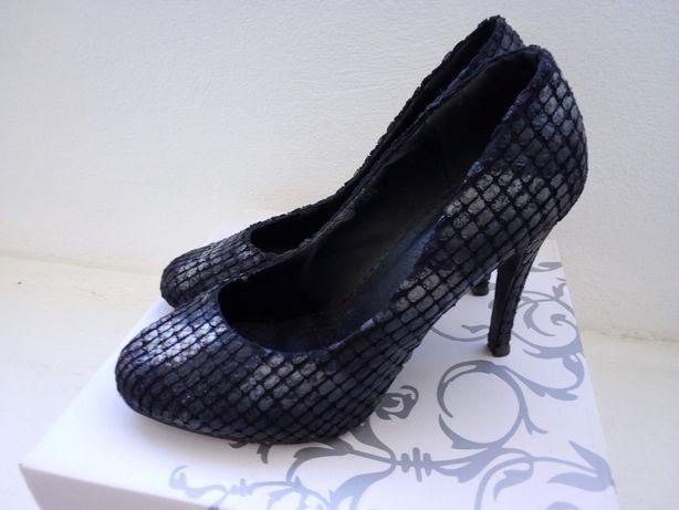 Sapatos pretos e prateados, super elegantes - Tamanho 37