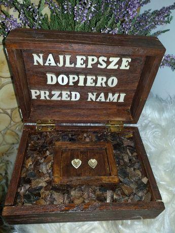 Dębowa szkatułka na obrączki w stylu boho.