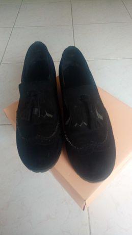Sapato preto tipo Oxford