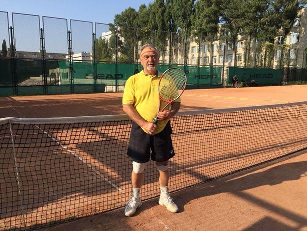 Тренер спарринг партнер по большому теннису