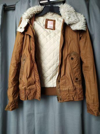 Brązowa ciepła kurtka, Bershka