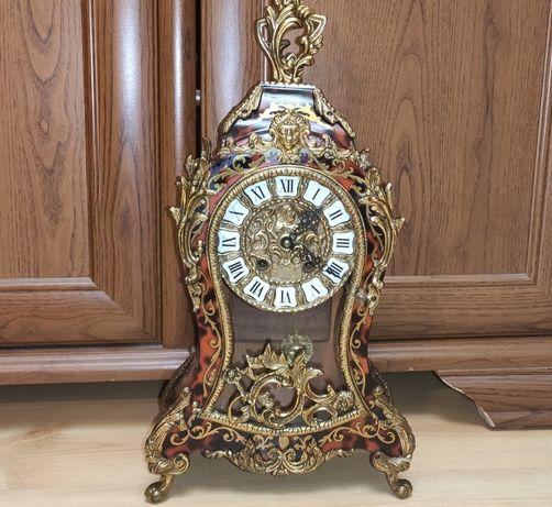 Duzy zegar z intarsją w stylu Boulle jak z bajki