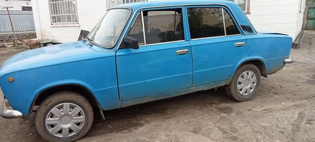Машина в хорошому стані Ваз 21013