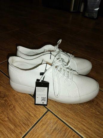 Buty śnieżnobiałe trampki