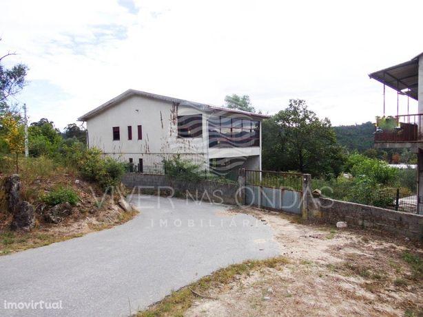 Moradia T2 c/ armazém, em Pedraça - Cabeceiras de Basto.