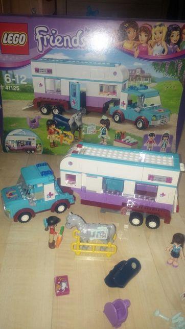 LEGO FRIEND 41125 weterynarz, auto z przyczepą lecznicą dla koni