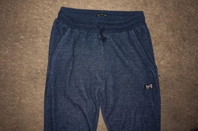 Reserved spodnie dresowe r.158