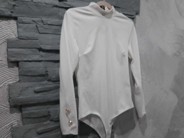 Białe eleganckie body z guziczkami