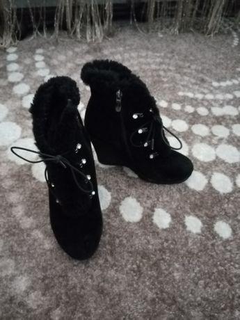 Замшеві зимові ботинки