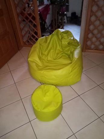 Duża zielona pufa, fotel z podnozkiem
