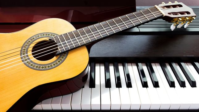 Aulas de Música, Guitarra,Ukulele e Piano ao Domicílio/On-line