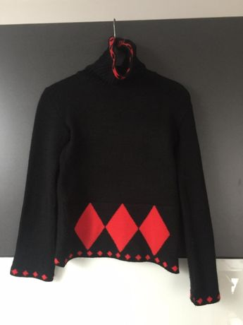 Czarny gruby sweter z golfem