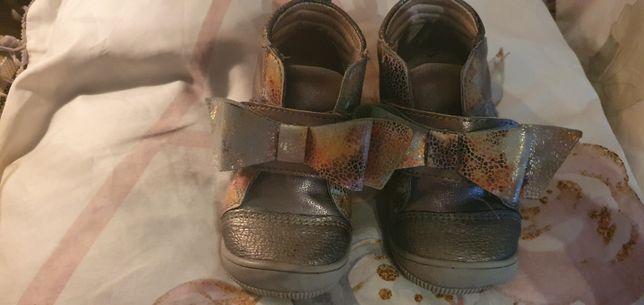 Buty kornecki 22 r na rzepy skora dla dziewczynki