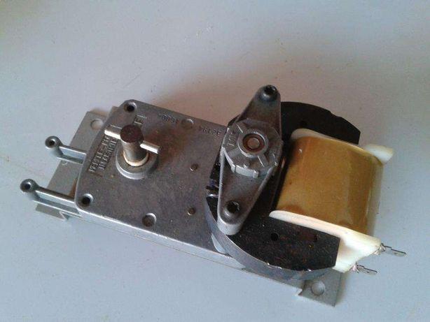 Motor para vitrine giratória