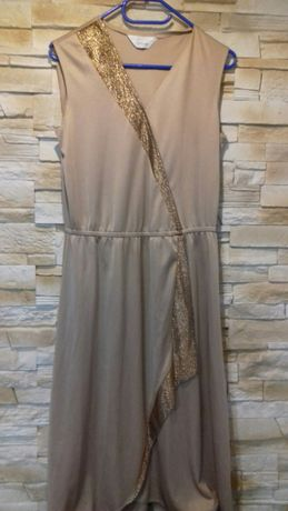 Sukienka ze złotą wstawką