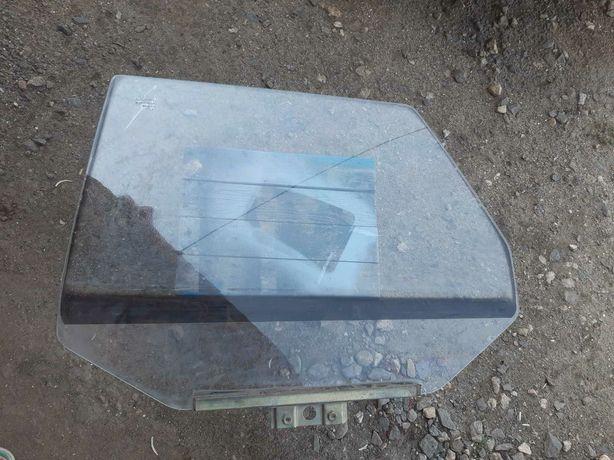 Заднее левое стекло на ВАЗ 21099