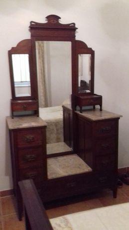 Mobília de quarto Arte Nova