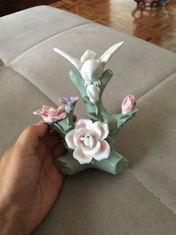Peça decorativa com pássaros e flores