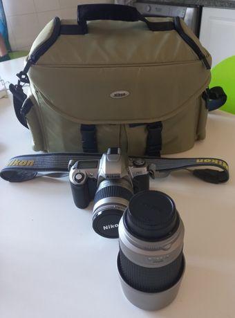 Nikon F65 com duas lentes e mala de transporte