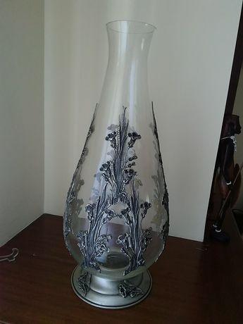 Vendo jarra Grande em vidro com aplicações em estanho 95%estanho puro