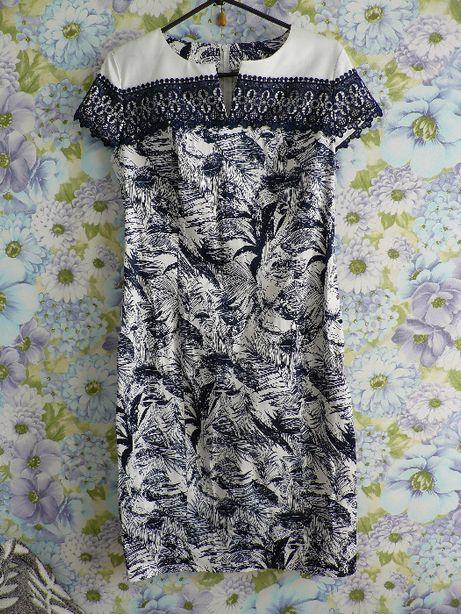 Красивое кружевное платье.