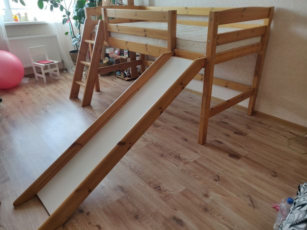 Кровать с горкой и матрасом