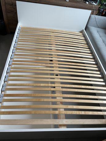 Łóżko białe drewniane z szufladami 200 x 140 ładne ze stelażem