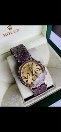 золотые с бриллиантами и сапфиром часы Rolex 585