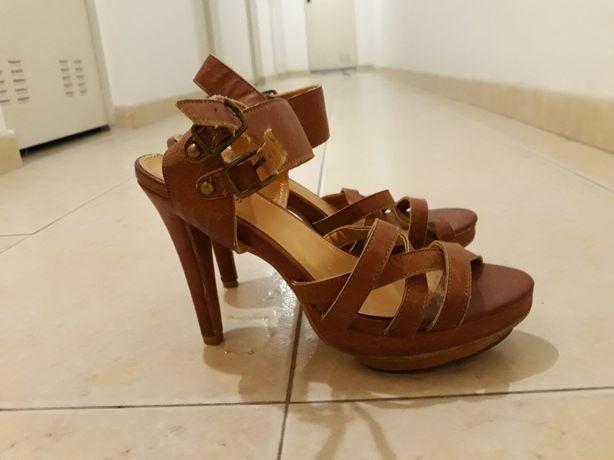 Vendo sandálias de senhora