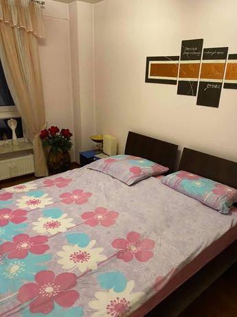 Sprzedam łoże sypialniane , dwie półki i dwie lampki nocne