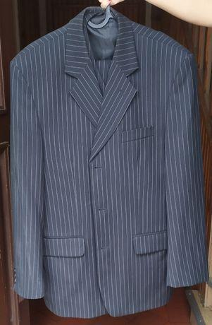 Używany garnitur w paski na osobę około 176cm wzrostu