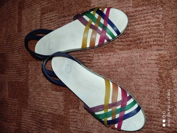 Супер удобные и красивые босоножки Crocs US9 !Ст по точк 24.5,вся 26,7